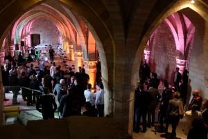 La réception s'est déroulée dans la salle basse de l'ancien palais archiépiscopal qui jouxte la cathédrale Notre-Dame de Reims.