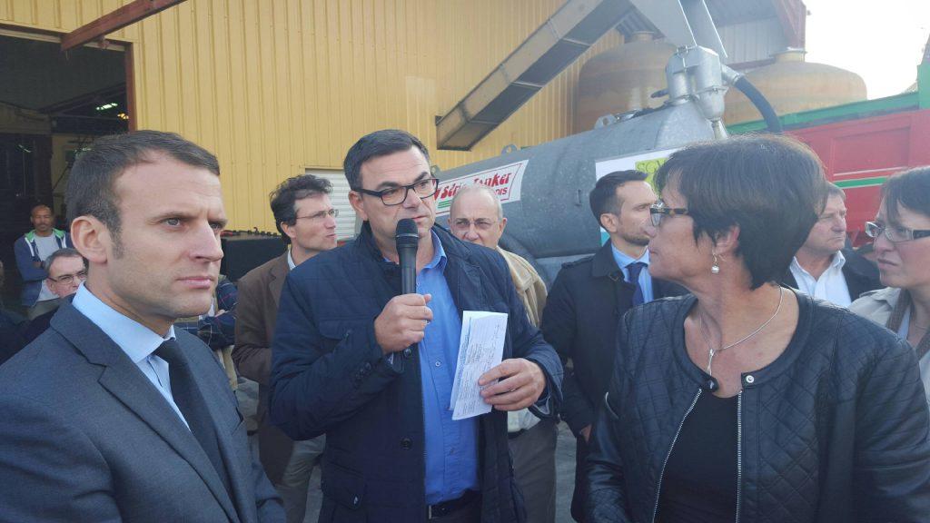 Emmanuel Macron à l'écoute d'Emmanuel Mannoury, secrétaire général du SGV.