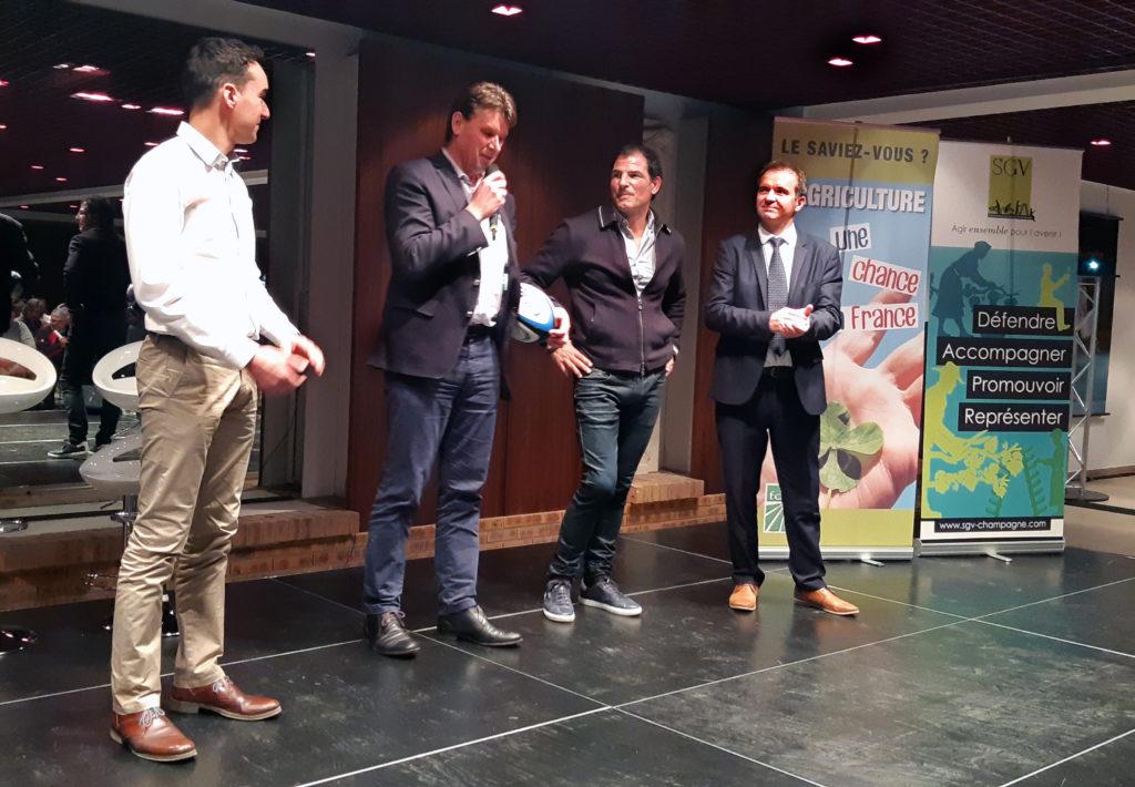 Marc Lièvremont soutient l'effort collectif des vignerons