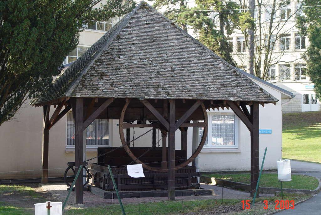 Qui veut aider à la réinstallation du pressoir historique?