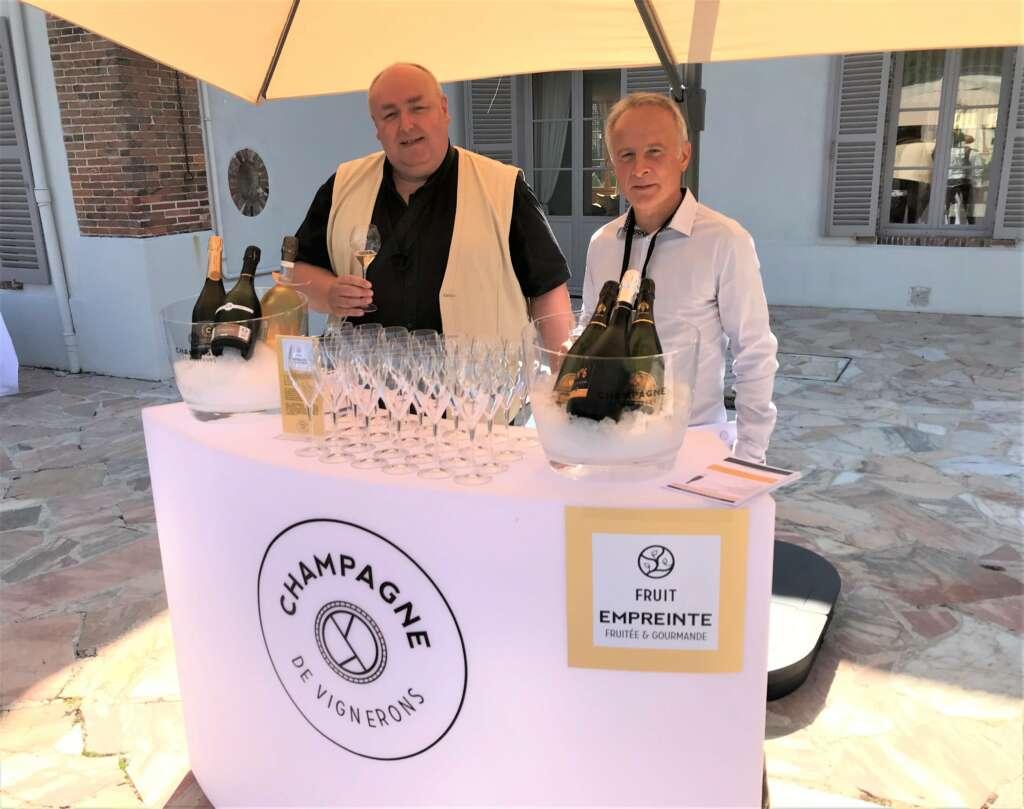 Les Champagne de Vignerons posent leurs empreintes chez les cavistes